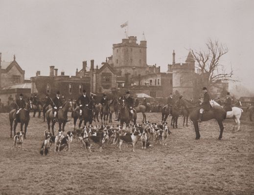 The Dumfriesshire Foxhounds at Hoddam Castle, 1908