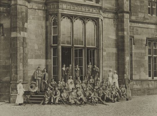 Group of Soldiers at Erskine House