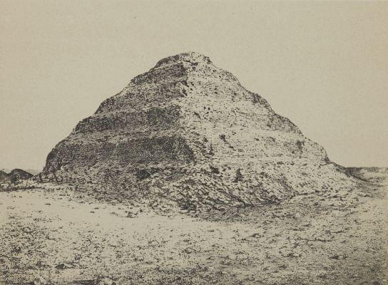Une Pyramide. A Saqqarah: Ancienne Menphis