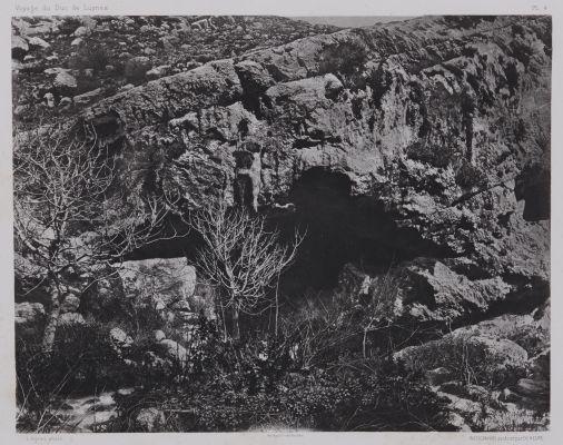 PL. 4 Nahr El Kelb: Grotte Audessus de la Source