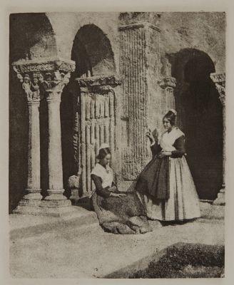 Deux Arlésiennes dnas le cloître de Saint-Trophime d'Arles