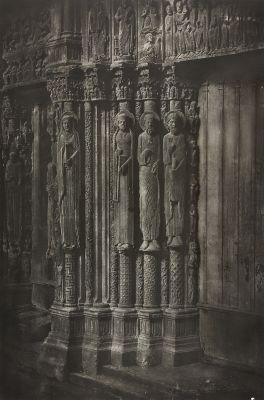 Cathédrale de Chartres.  Statues Colonnes de la Porte Centrale du Portal Royal