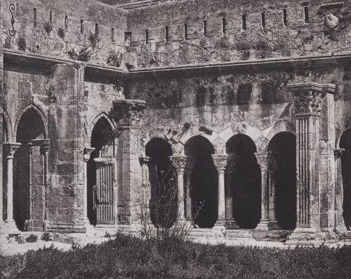 Arles. Intérieur du Cloître St. Trophime
