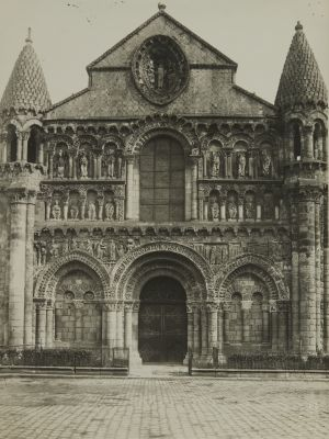 Pointers (Vienne) Église Notre-Dame la Grande