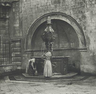 Antiker Brunnen in Ragusa.