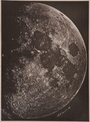 Photographie de la Lune, á son 1st Quartier