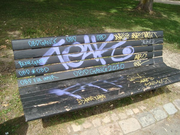 5238882-Graffiti_bench-0