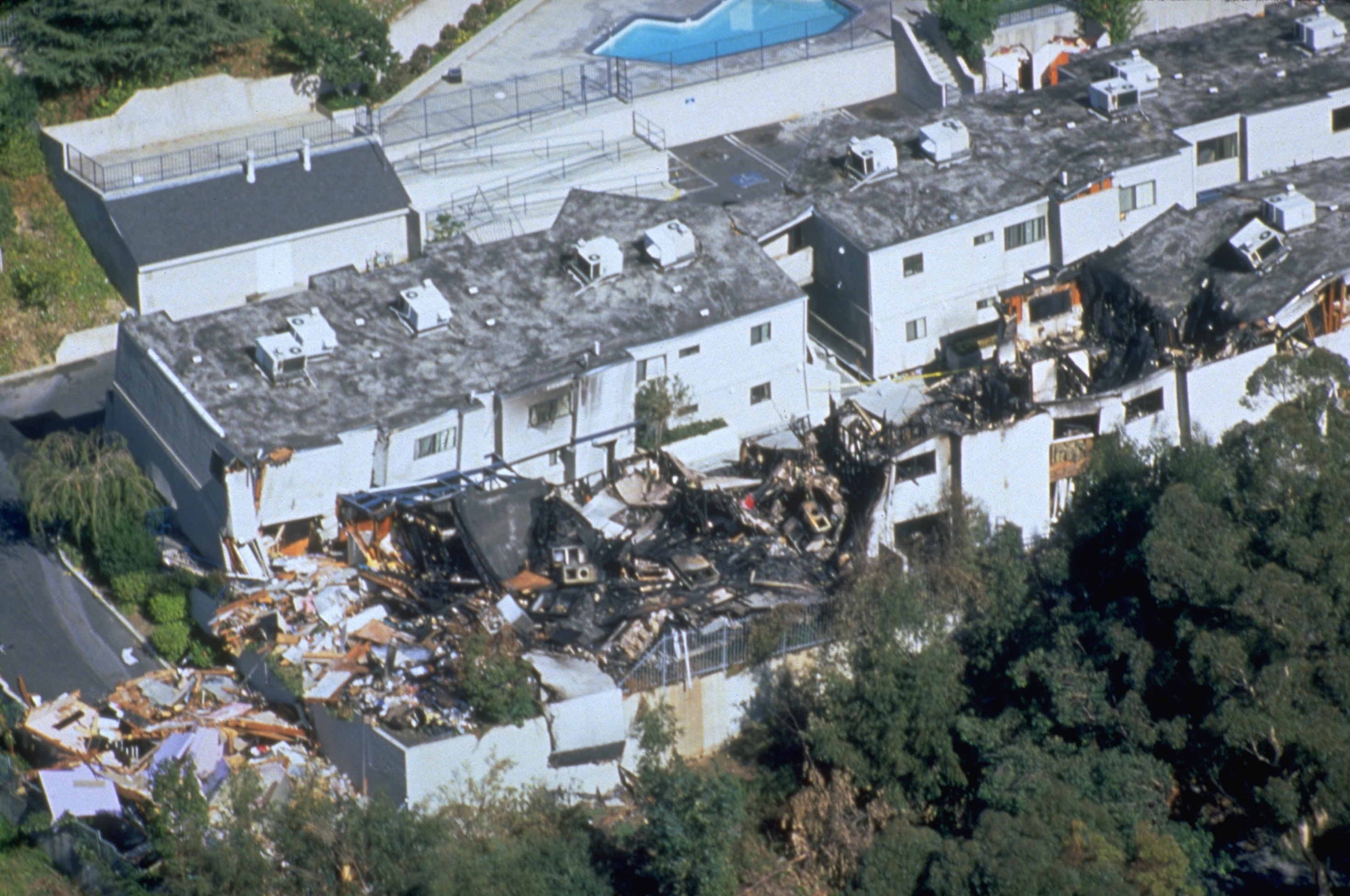 FEMA_-_1681_-_Photograph_by_FEMA_News_Photo_taken_on_01-17-1994_in_California