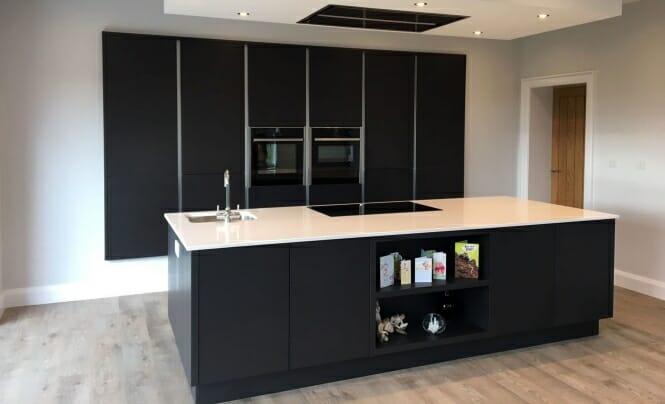Tavola black kitchen