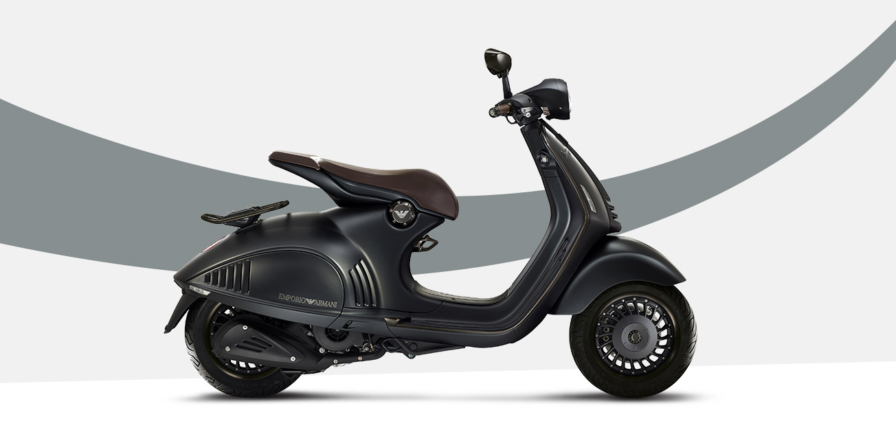 New Vespa 946 - 130th Anniversary Edition-https://res.cloudinary.com/matome-cdn/image/upload/v1479233894/zia0msedbk0fvp85rgjp.jpg