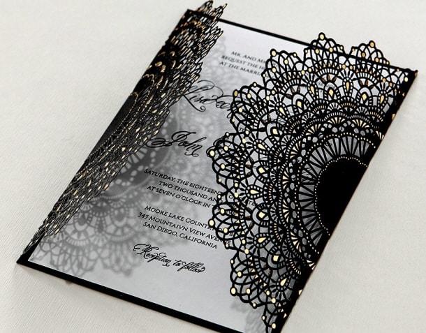 Thiệp cưới với tông màu đen huyền