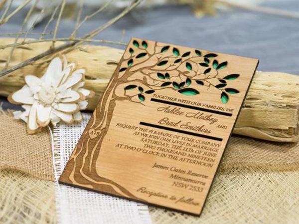 Thiệp cưới làm từ gỗ