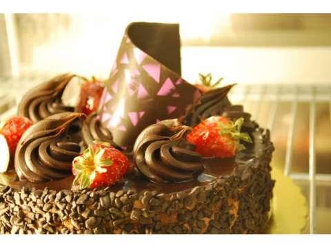 τούρτα σοκολάτα-φράουλα
