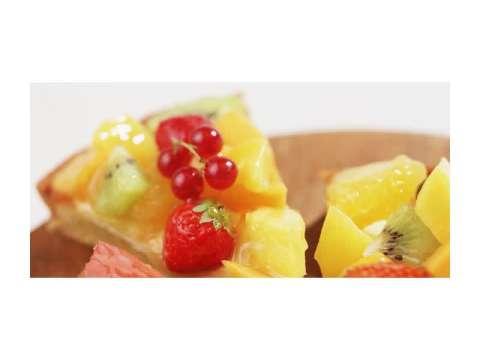 τάρτα με διάφορα φρέσκα φρούτα