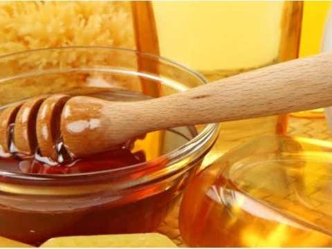 Τηγανητά πουγκάκια με αμύγδαλα και μέλι