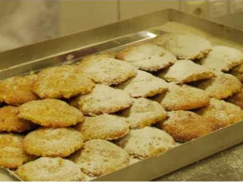 μαμούλ (παραδοσιακό λιβανέζικο γλυκό) με καρύδι