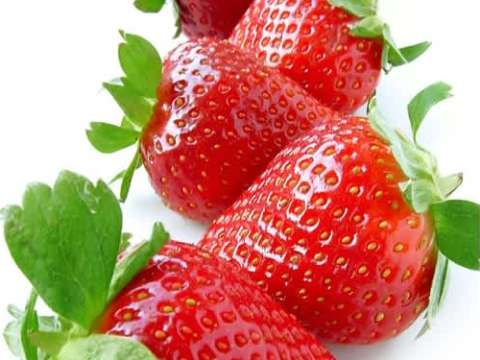 Σφολιάτα με κρέμα και φράουλες