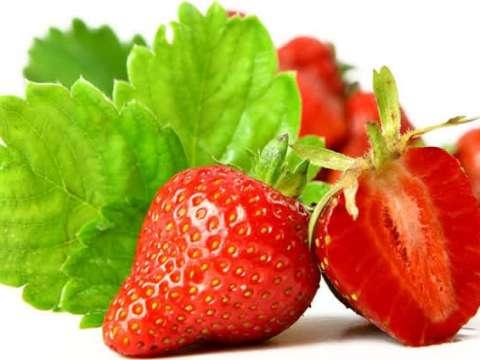 Πιτάκια γεμισμένα με κόκκινα φρούτα