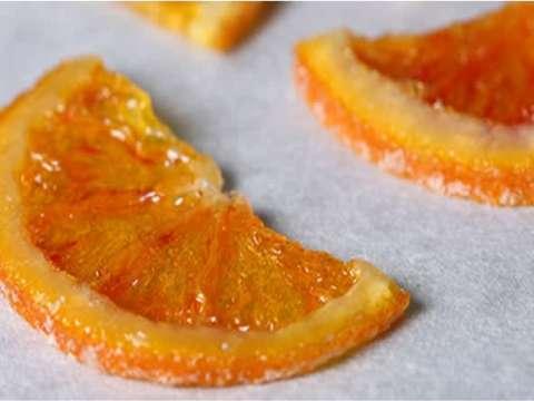 ζαχαρωμένες φέτες πορτοκαλιού