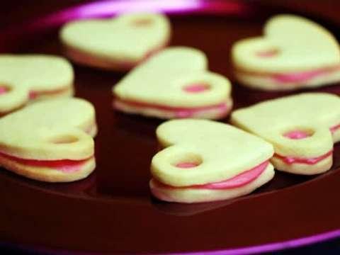 ροζ καρδιές σε μπισκότο με όνειρα από μασκαρπόνε