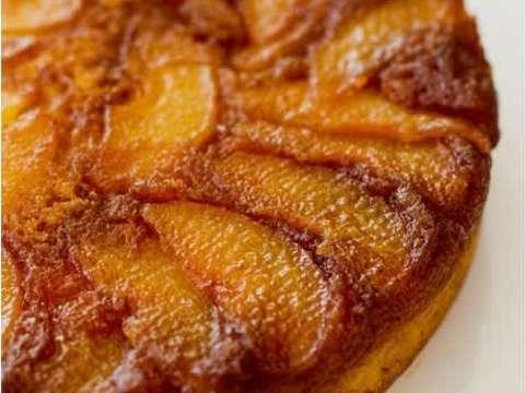 Γλυκιά πίτα με αχλάδια κι αμύγδαλα