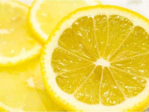 Κέικ λεμόνι με μαρμελάδα βερίκοκο