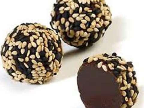 σοκολατάκια καλυμμένα με σουσάμι