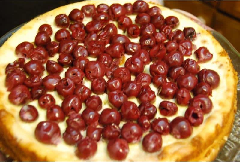 Συνταγή Τούρτα-τάρτα με κεράσια και πολύ... αφρό οίνου! (μπερδεμένες ιστορίες)