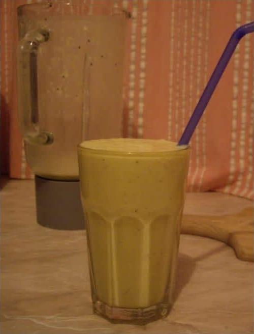 Συνταγή Σμουθιδέα (πορτοκάλι-μήλο-μπανάνα-μέλι)