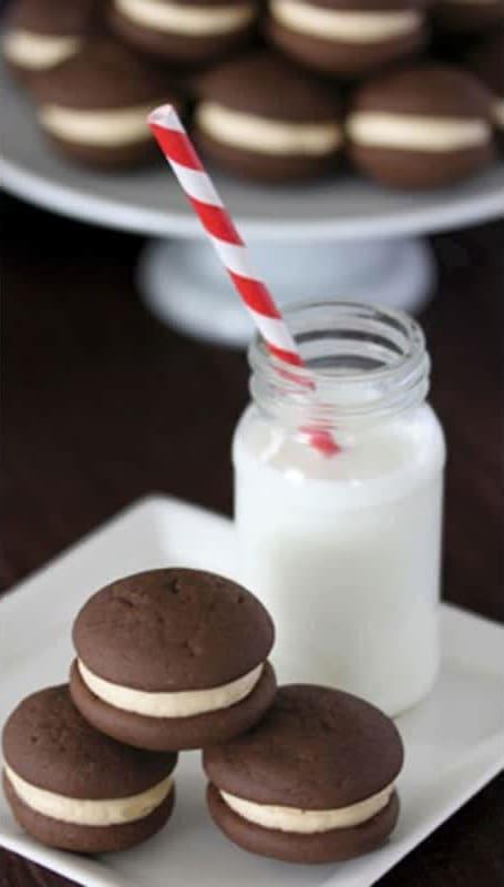 Συνταγή μαλακά, σοκολατένια μπισκότα με καραμελένια κρέμα βουτύρου...