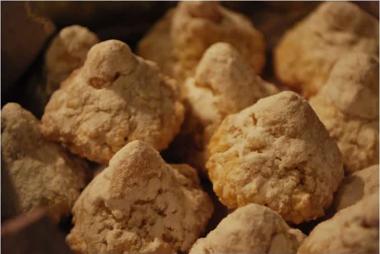 Συνταγή παραδοσιακά αμυγδαλωτά (αχλαδάκια)