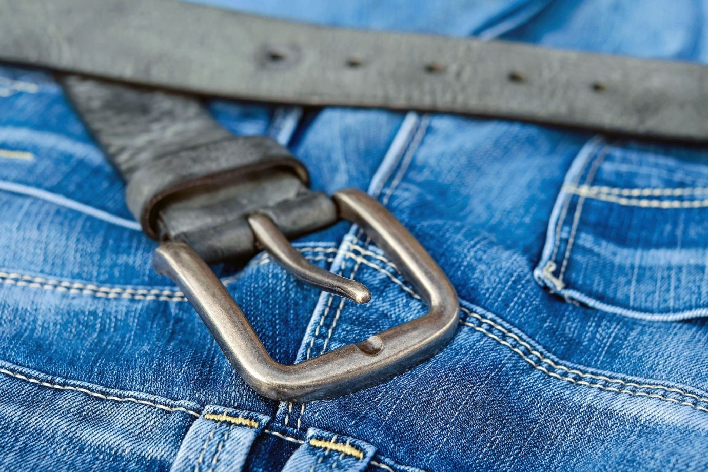 Blue Jeans mit Gürtel