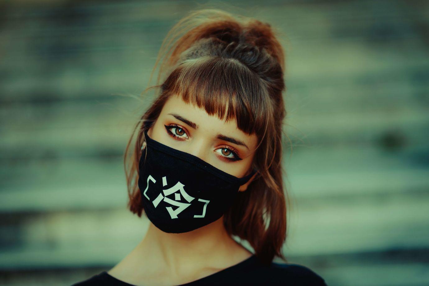 wie werden masken von about you hergestellt