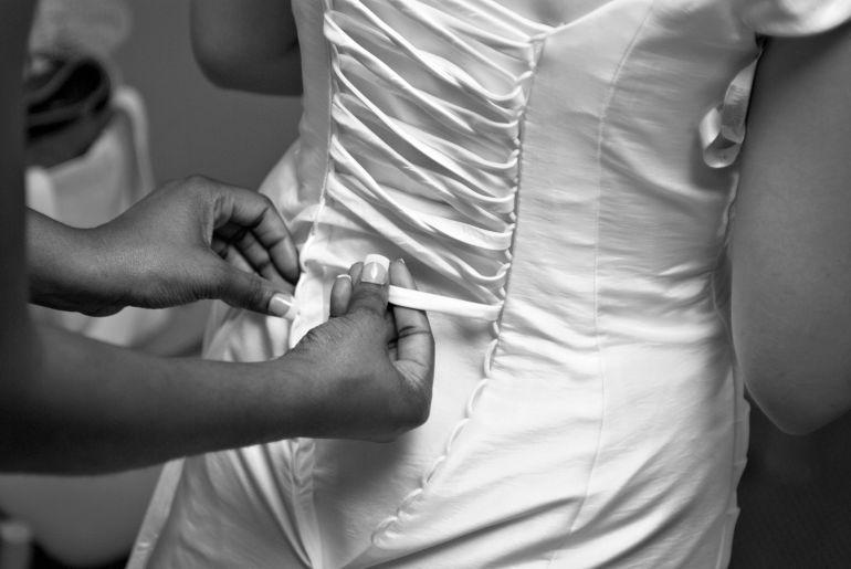 Weißes Kleid zum Schnüren