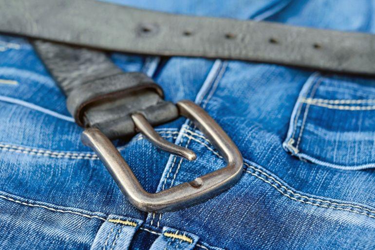 Blue Jeans mit Gürtel}