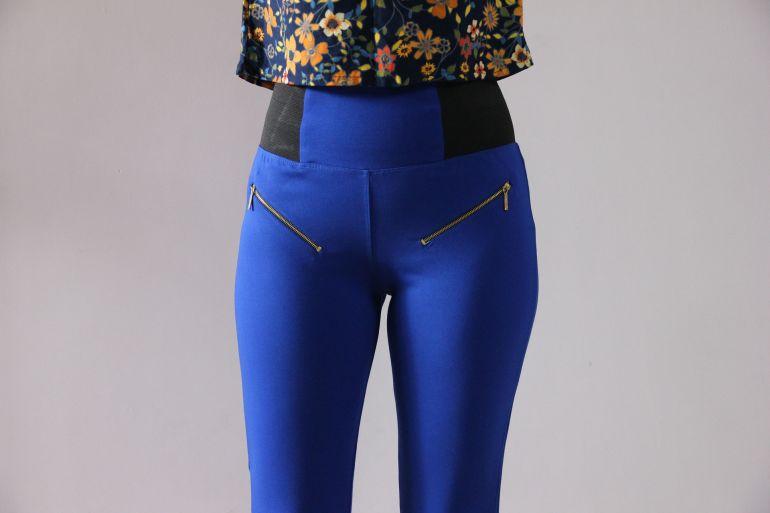 Blaue Jeggings mit Reißverschlusstaschen