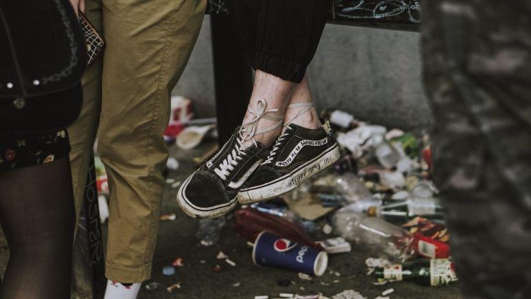 Converse All Star Schuhe im Kreis aufgestellt}