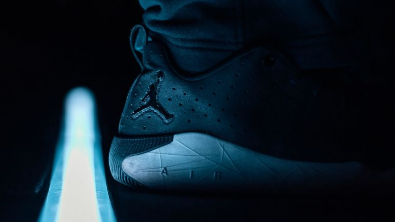 Jumpman Logo auf schwarzem Nike Air Sneaker