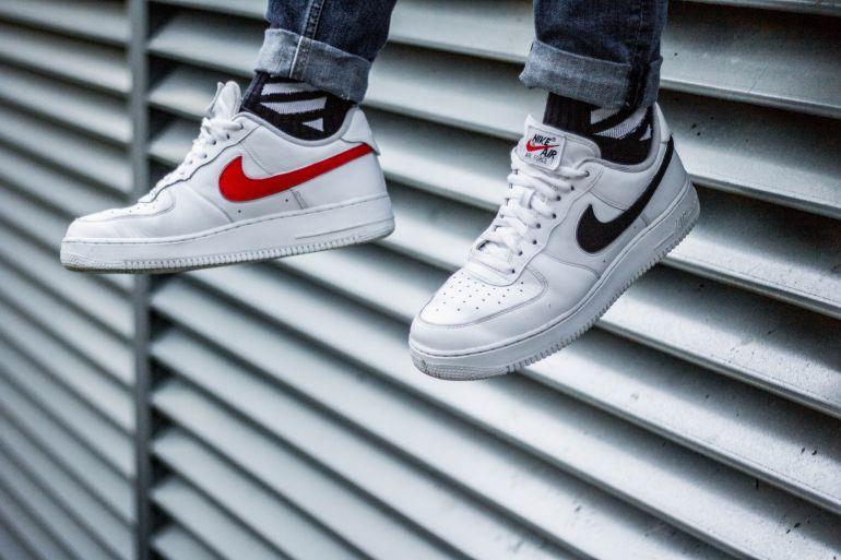 Weiße Nike Air Sneaker mit weißen Laces}