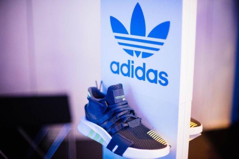 Wie fallen Adidas Sneaker aus?}