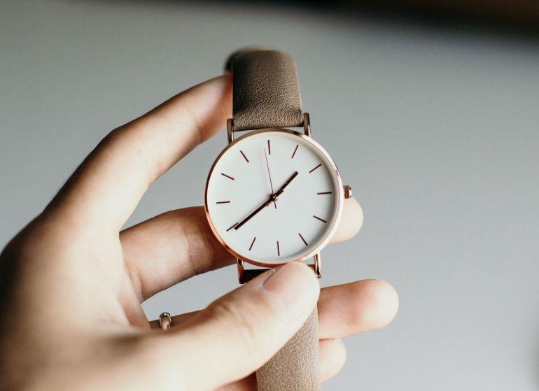 Was ist eine analoge Uhr?}