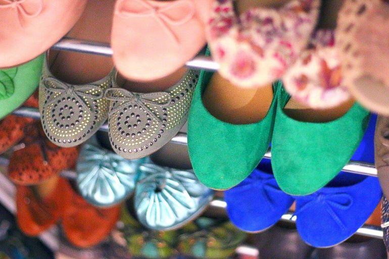 Kann ich Ballerinas mit Socken tragen?}