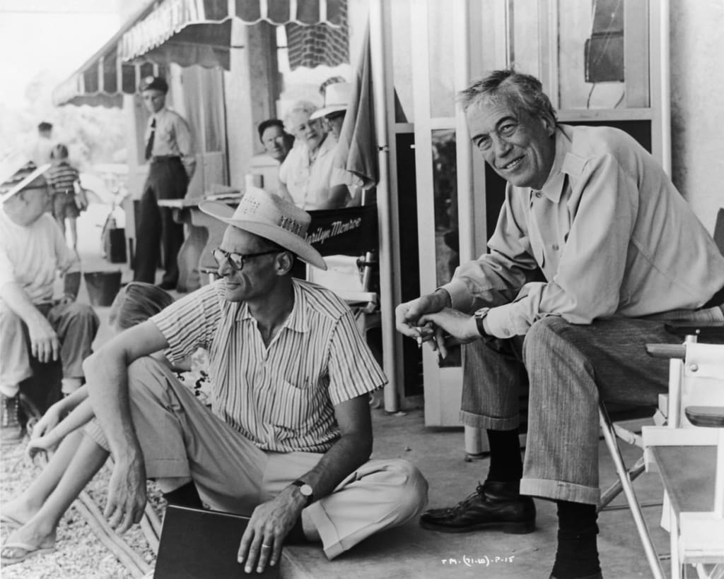 "Arhtur Miller (guionista) y John Huston (director) de ""Vidas rebeldes"" (1953). © United Artists"