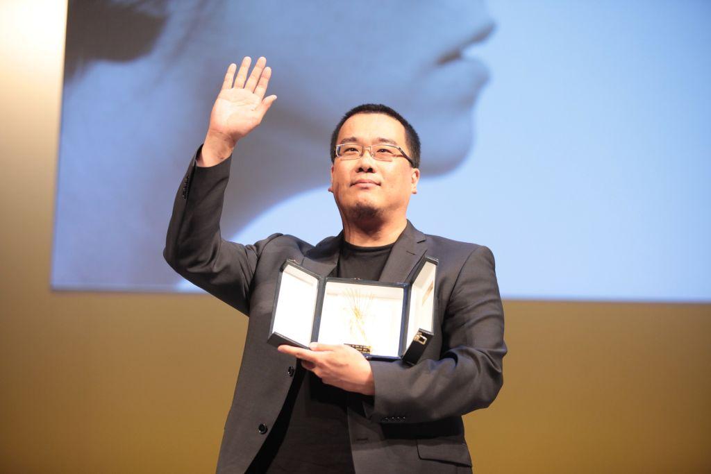 Bong Joon-ho recogiendo el premio homenaje de la 59 Seminci