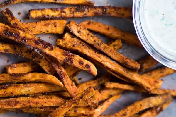 Crispy Baked Sweet Potato Fries with Yogurt Dressing