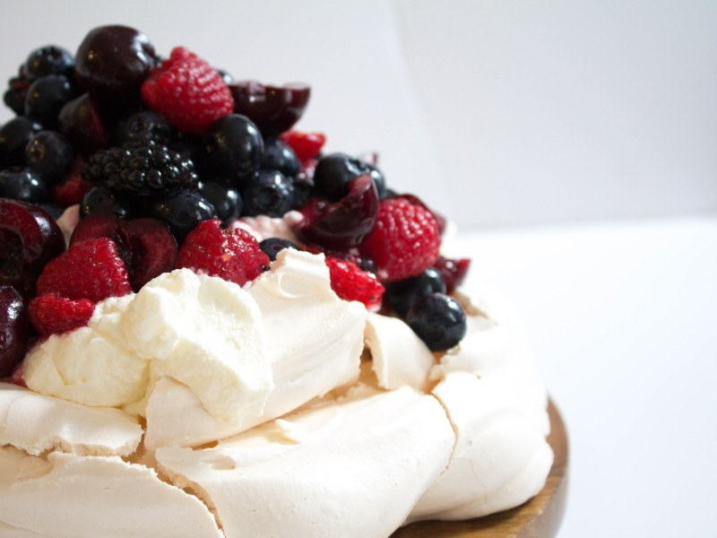 Pavlova With Chantilly Cream And Berries Mealthy Com