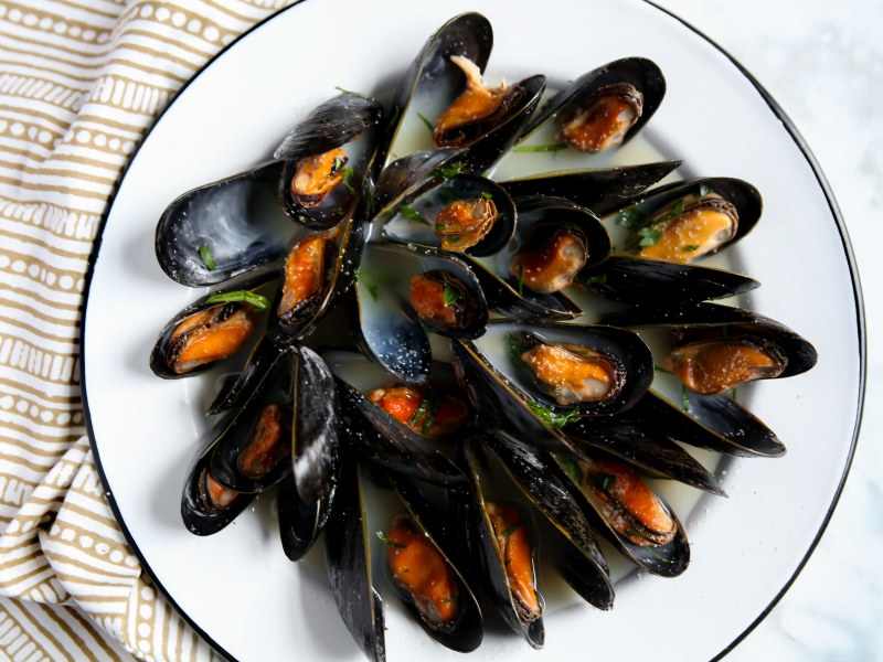 Pressure Cooker Steamed Mussels