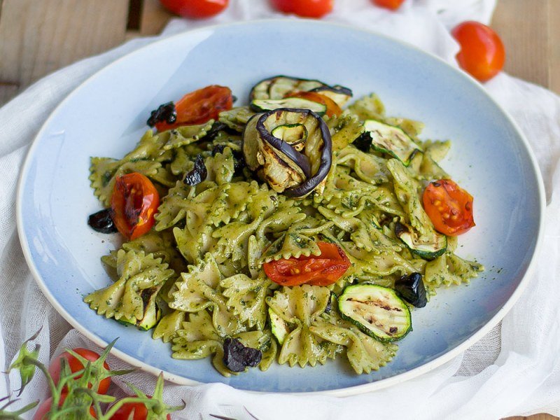 Grilled Veggies and Pesto Pasta Salad