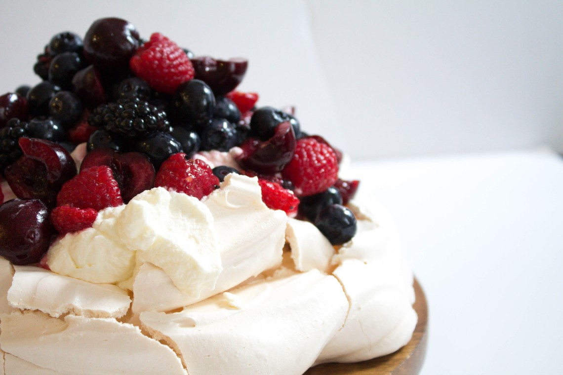 Pavlova with Chantilly Cream and Berries