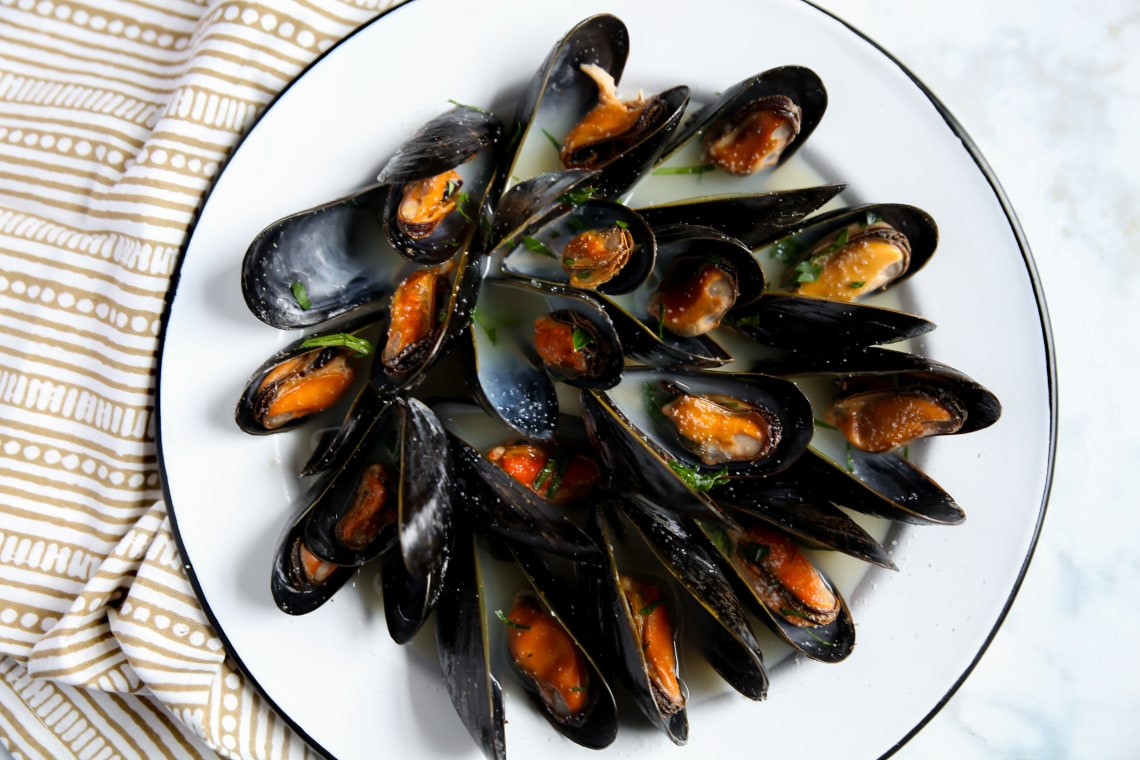 Pressure Cooker Steamed Mussels